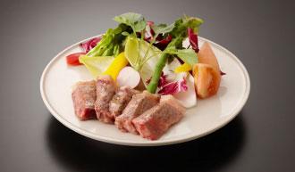 和牛のステーキ3,000円(税別)