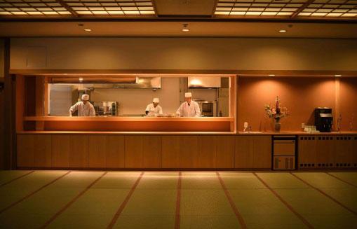 オープンキッチン飛泉